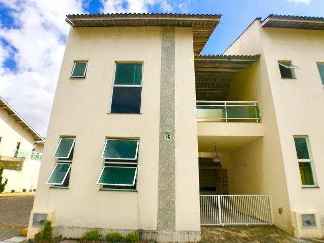 Casa duplex em condomínio fechado com 3 quartos, sendo 1 suíte - CA0873
