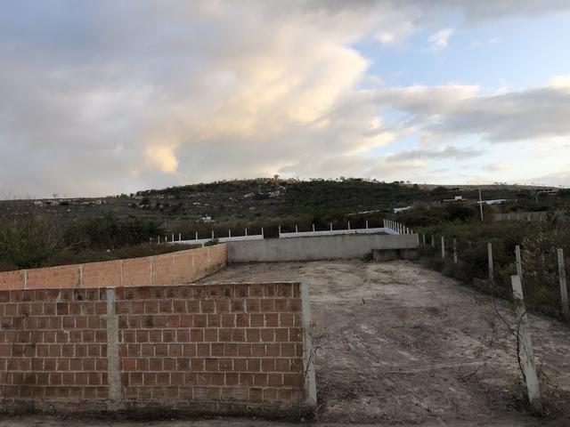 Terreno murado e com cisterna em Gravatá