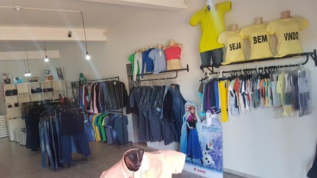 c761502d0 Moveis e mercadoria de loja de roupa feminina - Equipamentos e ...