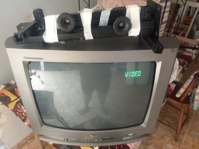 Vendo TVs tubo c/ suporte e conversor - Foto 2