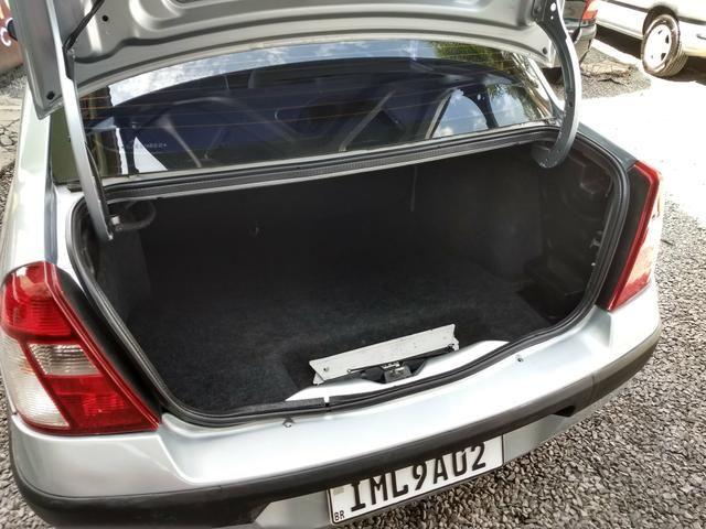 Clio sedan Privilege 1.0 completo ano 2005 - Foto 17