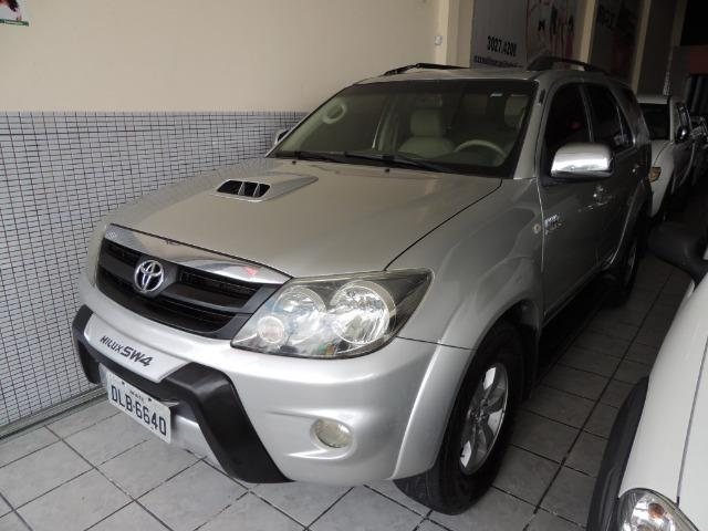 Toyota Hilux SW4 SRV 3.0 4x4 Diesel 5 Lugares - Foto 2