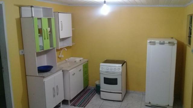 Kitnet mobiliada em Araucária livre de água e luz - Foto 2
