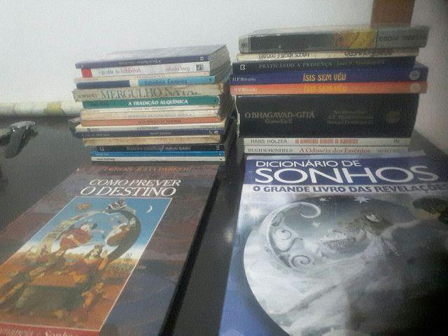 Livros usados/ Estante esotérica.