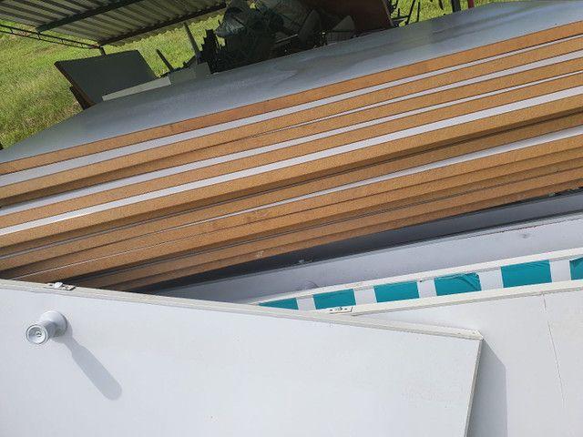 Divisórias de eucatex usadas com portas e acabamentos para instalação  - Foto 2