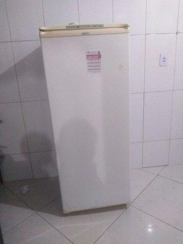 Freezer top vendo ou troco em uma geladeira do meu interesse não do volta - Foto 2