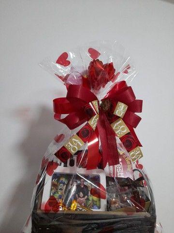 Cesta Chocolate + Caneca Porcelana - Foto 2