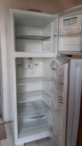 Vendo geladeira 2 portas - Foto 2