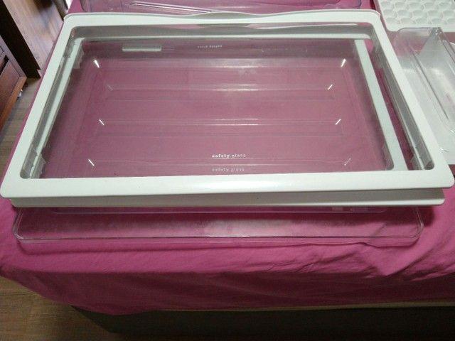 Prateleiras de vidro geladeira Eletrolux dc51x - Foto 2