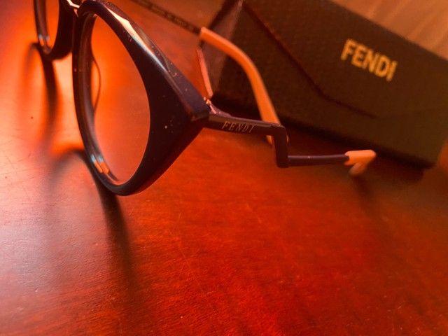 Armação óculos Fendi azul com rosa  - Foto 4