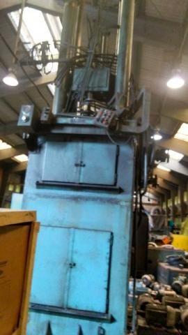 Brochadeira vertical, Varga/Varinelli, capacidade 40t