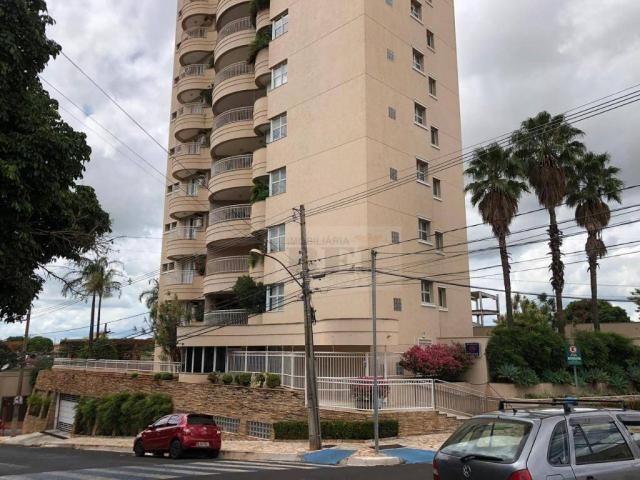 Apartamento com 4 dormitórios para alugar, 270 m² por R$ 3.880/mês - Setor Central - Rio V