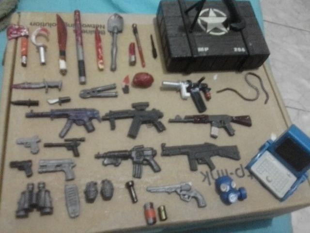 Mini Figura Rara Customizada Police Vs Bad Guyz E Acessórios - Foto 6