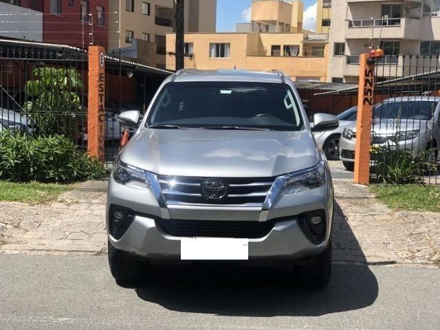 Toyota hilux sw4 srx 4x4 2.8 tdi 16v diesel aut 07 lugares ano 2018/19 - Foto 4