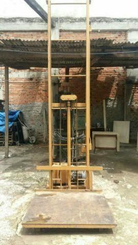 Elevador Hidráulico para Fardos até 500kg