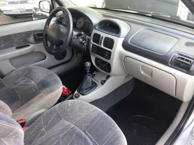 Clio sedan Privilege 1.0 completo ano 2005 - Foto 11