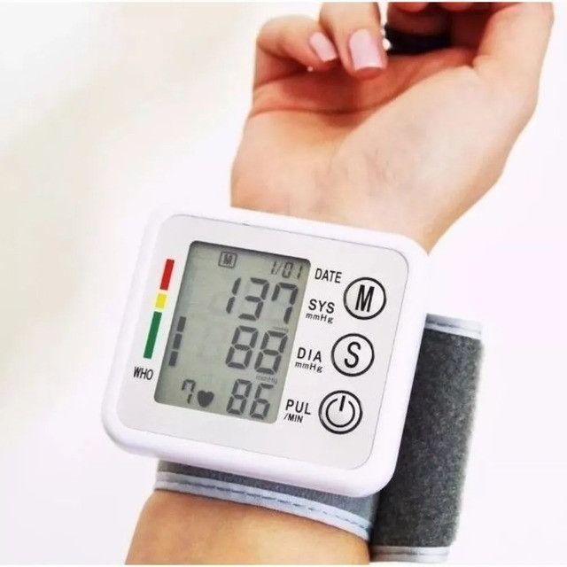 Medidor De Pressão Arterial Digital Aparelho Automático Novo - Loja Natan Abreu - Foto 4