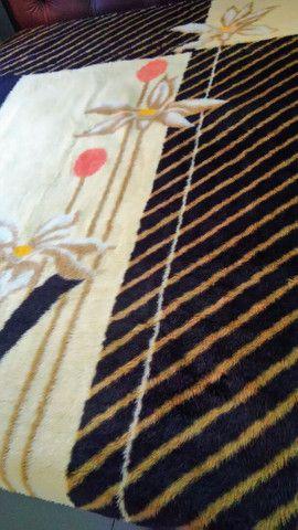Vendo cobertor casal semi novo - Foto 2