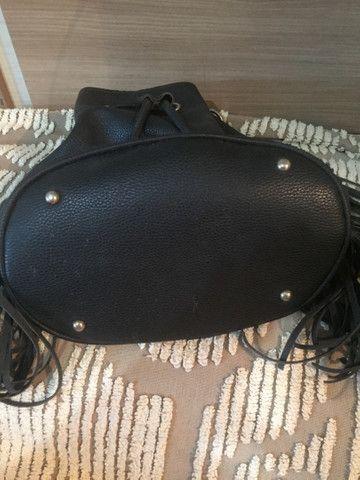 Bolsa saco com franjas e correntes - Foto 4