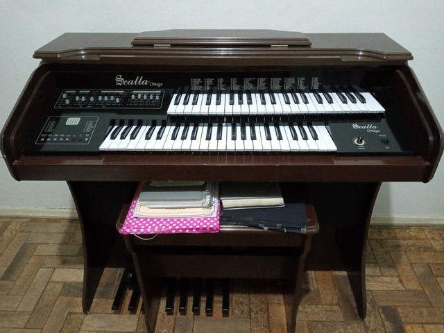 Órgão eletrônico musical tipo piano