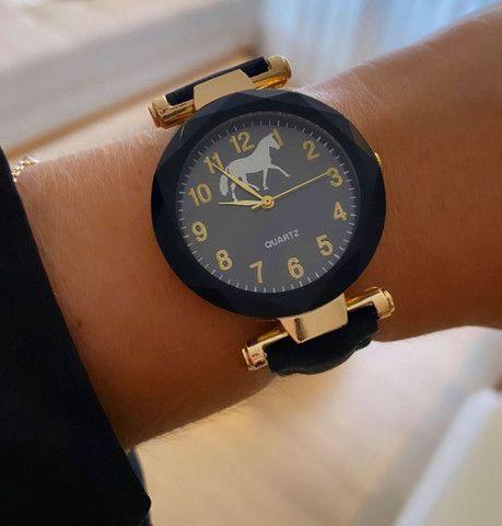 Relógio de pulso - pulseira de camursa - Foto 2