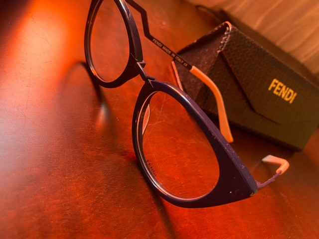 Armação óculos Fendi azul com rosa  - Foto 3