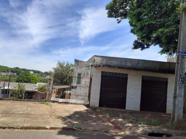Imóvel comercial c salão +2 casas no terreno.