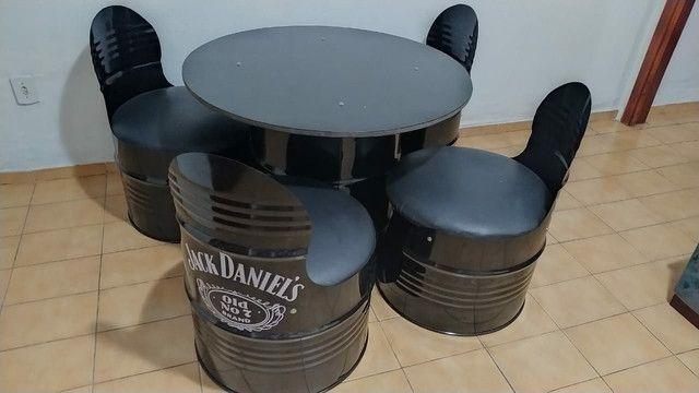 Mesa mesa da jack daniels com 4 cadeiras estofadas. - Foto 3