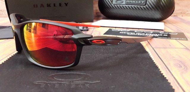 Óculos Oakley Carbon Shift Scuderia Ferrari Preto/Vermelho Polarizado - Novo - Foto 3