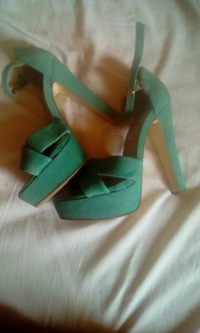 Vendo Sandalias tamanho 35 36 - Foto 4