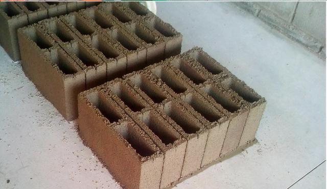 Maquina de bloco de concreto Poedeira Compaq Mak JF6000 Turbo - Foto 6