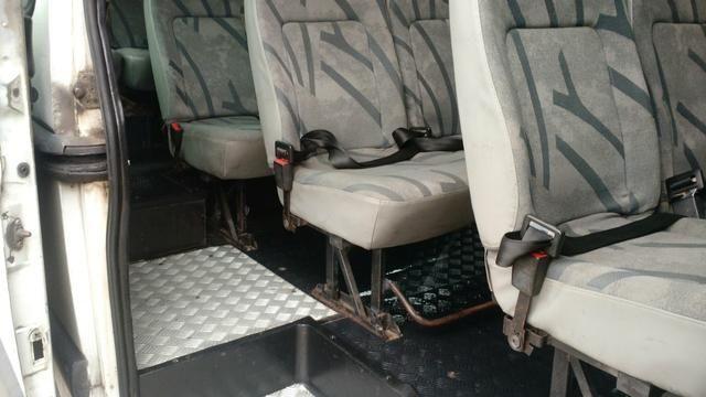 Renault master 2.5 minibus 16 lugares teto alto R$28.000 pra troca R$32.000 - Foto 3