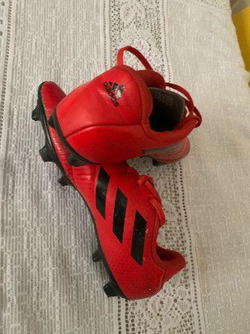 Chuteira Adidas número 40 - Foto 2