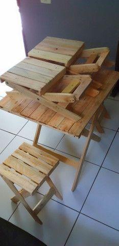 Mesa de pallet com banquinho dobrável  - Foto 5