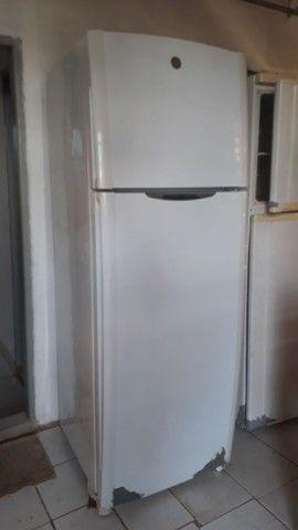 Vendo geladeira 2 portas - Foto 3