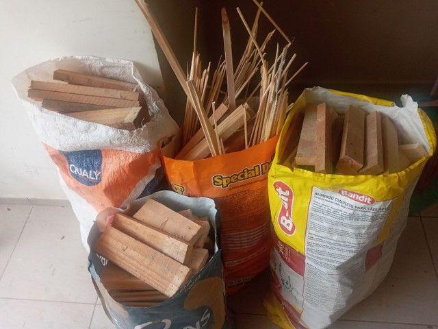 Vendo lenha ensacada de pinus - Foto 3