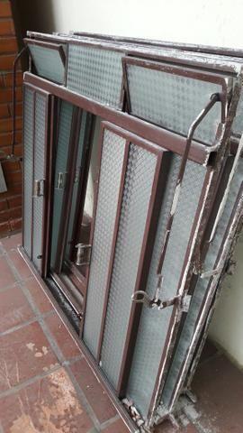 Janelas em ferro com vidro