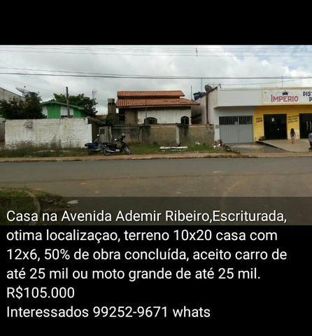 Casa na Avenida Ademir Ribeiro
