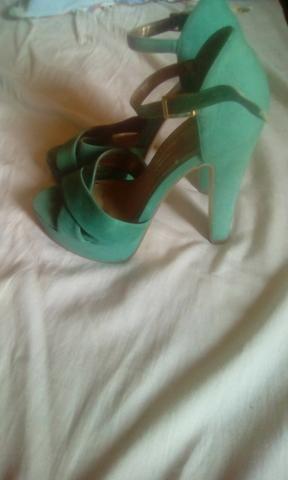 Vendo Sandalias tamanho 35 36 - Foto 2