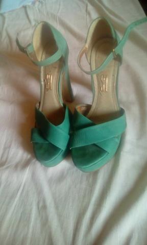 Vendo Sandalias tamanho 35 36