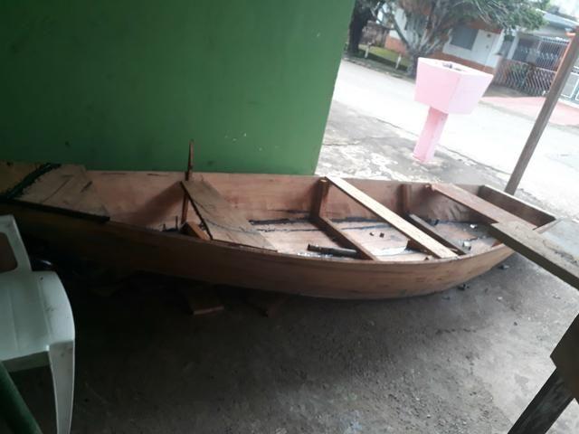 Canoa de madeira