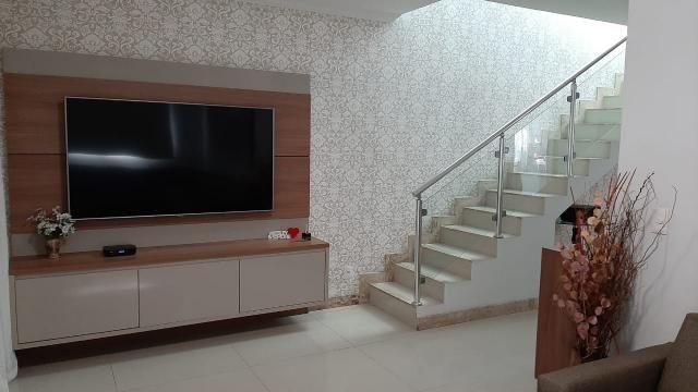 Belíssima casa, 3 quartos, 3 vagas, espaço gourmet - Foto 2
