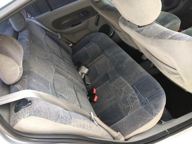 Clio sedan Privilege 1.0 completo ano 2005 - Foto 15