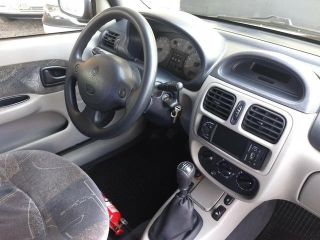Clio sedan Privilege 1.0 completo ano 2005 - Foto 12