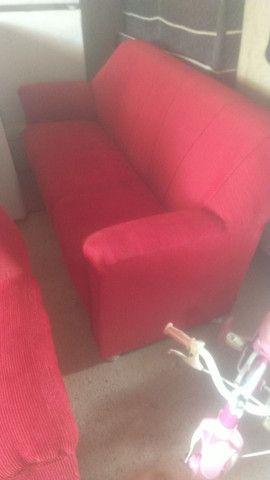 Um jogo de sofá semi novo