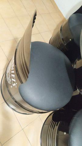 Mesa mesa da jack daniels com 4 cadeiras estofadas. - Foto 2