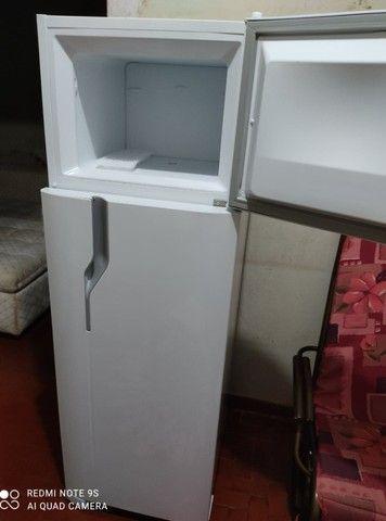 Refrigerador Electrolux 260 Litros + NF E Garantia ---- sem uso --- aberto p/ Teste  - Foto 2
