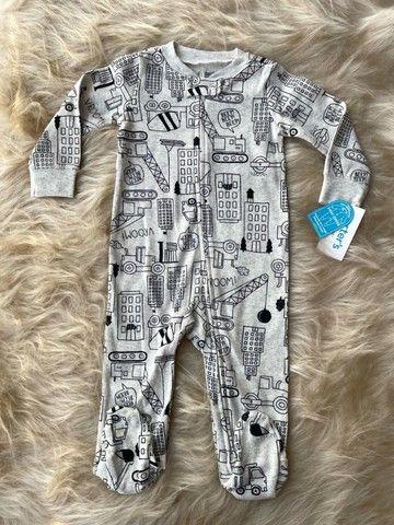 Macacão Bebê Canelado c/ Ziper - Tema: Construção  Carters - Tam: 9 meses