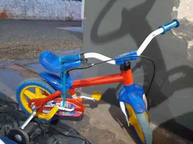 Carrinho infantil de pedal e bicicleta