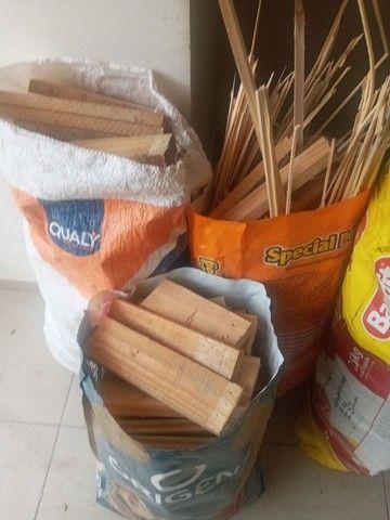 Vendo lenha ensacada de pinus - Foto 2